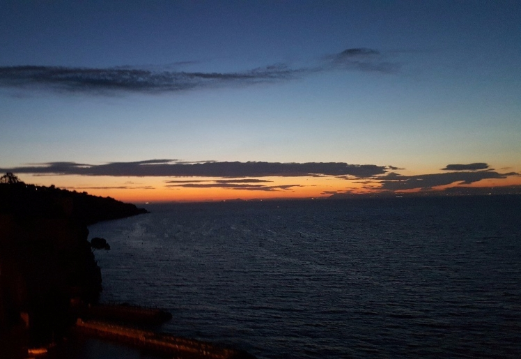 1.1464783399.sunset-over-sorrento