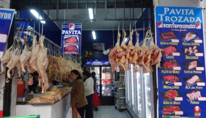 Surquillo Mercado No. 1 - chickens
