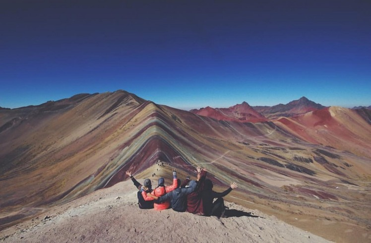 2.1470172913.1-vinicunca---enjoying-the-view