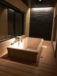 Private onsen bath which opens up to the outdoors