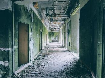 Abandoned hotel at Vista do Rei