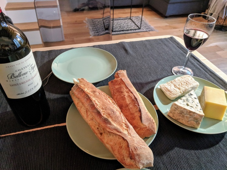 Parisian picnic in Airbnb
