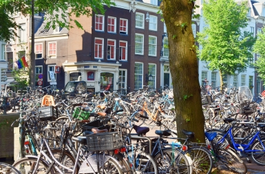 Amsterdam - so many bikes