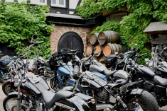 Rudesheim - Harleys in courtyard
